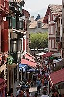 Europe/France/Aquitaine/64/Pyrénées-Atlantiques/Pays-Basque/Saint-Jean-de-Luz: Rue de la République