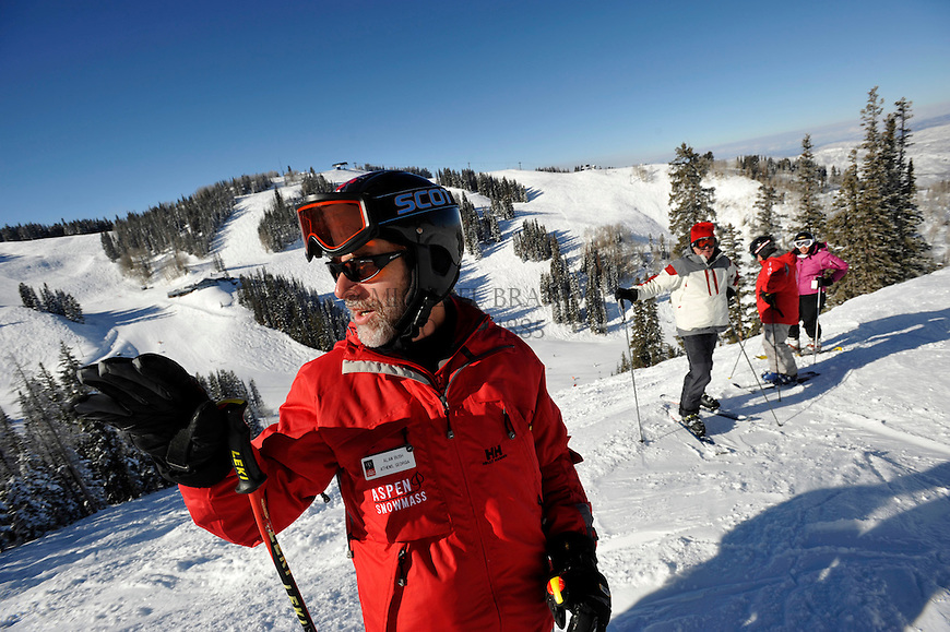 Instuctor Alan Bush talks about technique before sending the class down an intermediate bump run on Aspen Mountain. Michael Brands for The New York Times.