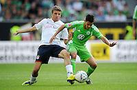 FUSSBALL   1. BUNDESLIGA   SAISON 2011/2012    2. SPIELTAG VfL Wolfsburg - FC Bayern Muenchen      13.08.2011 Thomas MUELLER (li, Bayern) gegen JOSUE (re, Wolfsburg)