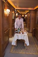 Europe/France/Aquitaine/64/Pyrénées-Atlantiques/Biarritz :l' Hotel du Palais -  room-service