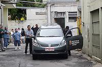SAO PAULO, SP, 04 DE MAIO DE 2012 -O corpo do cantor Tinoco deixa o Hospital Municipal Dr Ignacio Proenca Gouveia no Bairro da Mooca (FOTO: ADRIANO LIMA - BRAZIL PHOTO PRESS)