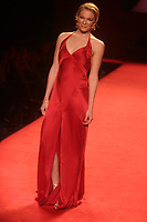 LEANN RIMES 2006<br /> THE HEART TRUTH''  RED DRESS COLLECTION FASHION SHOW AT BRYANT PARK<br /> Photo By John Barrett/PHOTOlink.net