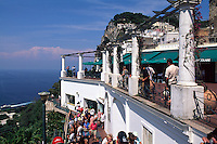 Terrasse bei Endstation der Seilbahn in Ort Capri, Capri, Italien.
