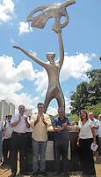 SÃO PAULO, SP - 06.03.2016: MÁRIO-COVAS - O governador de SP, Geraldo Alckmin,  inaugura no Parque da Juventude, em Santana (zona norte) monumento a Mario Covas, neste domingo (06). Criada pelo artista italiano Domenico Calabrone, escultura 'Sonho de Liberdade' marca os 15 anos da morte do político. (Foto: Marcio Ribeiro/Brazil Photo Press)