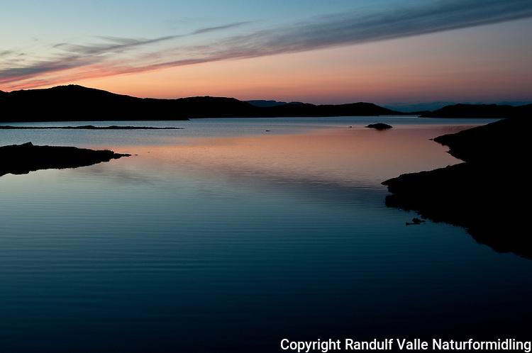 Langvatnet på Sørøya ved solnedgang. ---- Sunset at Langvatnet, Sørøya.
