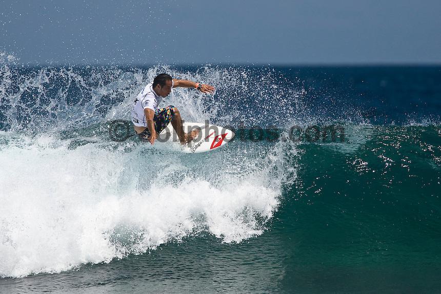 MASATOSHI OHNO (JPN) surfing in the WQS 6 star prime SRI LANKAN AIRLINES PRO, Pasta Point, Maldives (Monday, June 8th, 2009). Photo: joliphotos.com