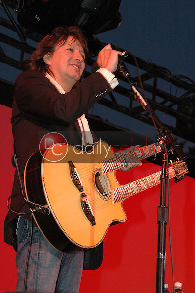 Richie Sambora<br />at a Special Outdoor Screening of &quot;An Inconvenient Truth&quot;. Grand Performances, Los Angeles, CA. 06-24-06<br />Dave Edwards/DailyCeleb.com 818-249-4998