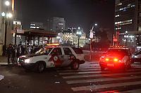 SÃO PAULO 18 JUNHO 2013 - PROTESTO CONTRA O AUMENTO DE TARIFA DE ONIBUS SP- Policiamento chega ao redor do predio da prefeitura de São Paulo na noite desta terça feira (18). É a 6ª manifestação organizada pelo MPL (Movimento Passe Livre) que reivindica a redução da passagem de ônibus na cidade de São Paulo. FOTO: LEVI BIANCO - BRAZIL PHOTO PRESS