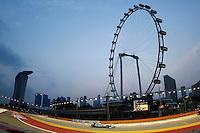 CINGAPURA, CINGAPURA, 22 SETEMBRO 2012 - F1 - GP SINGAPURA - O piloto alemão Michael Schumacher, da Mercedes, durante treino livre para o GP de Cingapura de Fórmula 1, em Cingapura, neste sabadp.22. (FOTO: PIXATHLON / BRAZIL PHOTO PRESS).