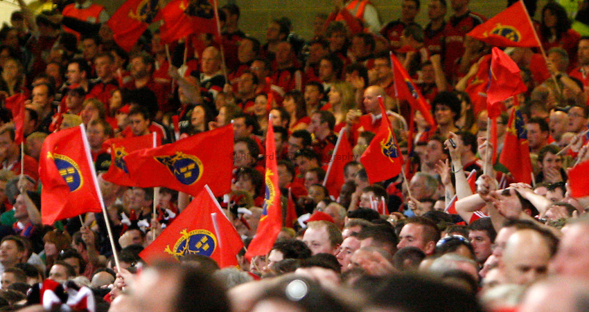 Photo: Richard Lane/Richard Lane Photography. .Munster v Toulouse. Heineken Cup Final. 24/05/2008. .Munster fans.