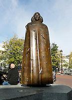 Nederland  Amsterdam  2016. Beeld van Spinoza bij het Waterlooplein.  Foto Berlinda van Dam / Hollandse Hooogte.