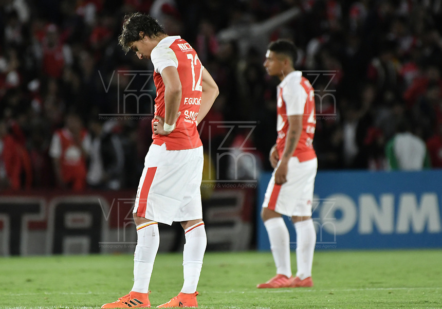 BOGOTÁ - COLOMBIA, 18-09-2018: Jose Sanchez de Santa luce decepcionado después del partido de ida entre Independiente Santa Fe y Millonarios por los octavos de final de la Copa CONMEBOL Sudamericana 2018 jugado en el estadio Nemesio Camacho El Campín de la ciudad de Bogotá. / Jose Sanchez of Santa Fe looks disappointed after first leg match between Independiente Santa Fe and Millonarios for the eight finals of CONMEBOL Sudamericana 2018 cup played at Nemesio Camacho El Campin stadium in Bogotá city.  Photo: VizzorImage / Gabriel Aponte / Staff