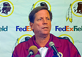 Washington Redskins head coach Norv Turner speaks to the media after it was announced that running back Stephen Davis (48) signed a new contract with the team at Redskins Park in Ashburn, Virginia on September 4, 2000.  The contract was the first in league history to have a value of more than $100 million and covers nine years.<br /> Credit: Arnie Sachs / CNP