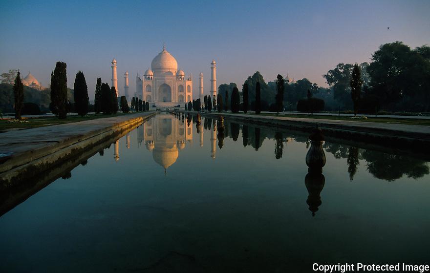 Det magiske tempel Taj Mahal i Agra India i soloppgang, opplevelser, ferie, reise,lys,