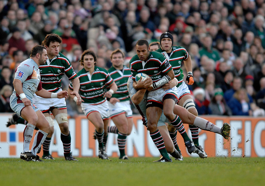 Photo: Richard Lane..Leicester Tigers v Bourgoin. Heineken Cup. 16/12/2006. .Tigers' Leon Lloyd attacks.