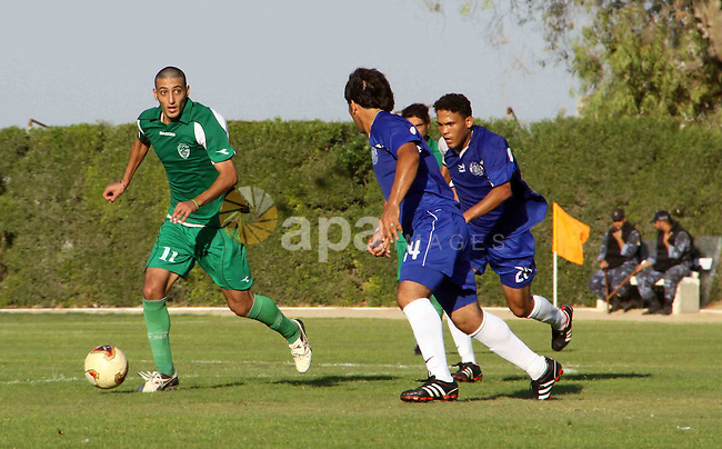 The Palestinian team of al-Shatie and the team of al-Shijaia during the premier league soccer match in Gaza city on 23 September 2012. Photo by Alaa Shamaly