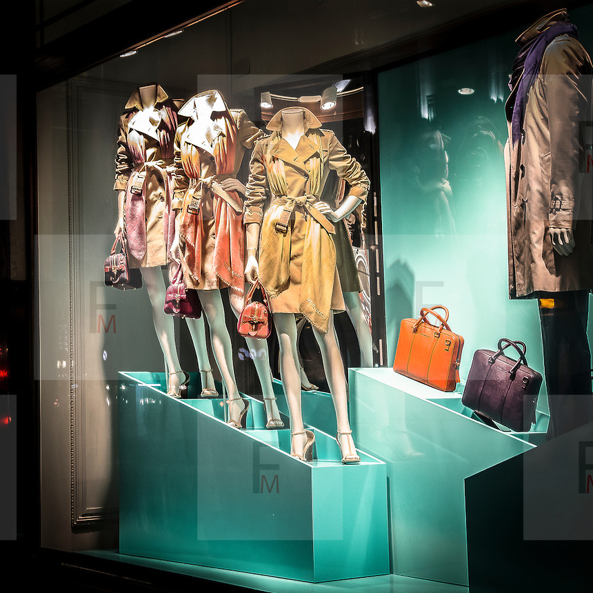 Vetrina di un negozio di moda in Regent Street<br /> <br /> Window of a fashion shop in Regent Street