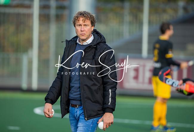 AMSTELVEEN -   Assistent Coach Roderik Nierman (Den Bosch) tijdens de competitie hoofdklasse hockeywedstrijd mannen, Amsterdam- Den Bosch (2-3).  COPYRIGHT KOEN SUYK