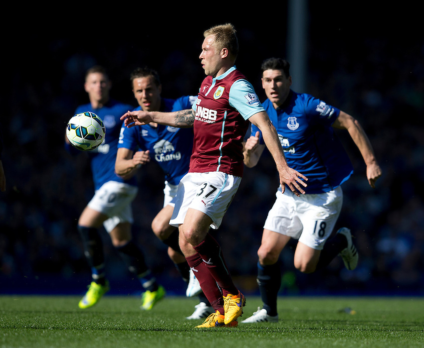Burnley's Scott Arfield<br /> <br /> Photographer Stephen White/CameraSport<br /> <br /> Football - Barclays Premiership - Everton v Burnley - Saturday 18th April 2015 - Goodison Park - Everton<br /> <br /> &copy; CameraSport - 43 Linden Ave. Countesthorpe. Leicester. England. LE8 5PG - Tel: +44 (0) 116 277 4147 - admin@camerasport.com - www.camerasport.com