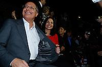 SAO PAULO, SP, 18 DE MARÇO DE 2013. SAO PAULO FASHION WEEK - PRIMAVERA/VERAO 2014 - CAVALERA - O governador de São Paulo, Geraldo Alckmin mostra a marca do terno  durante  o desfile da marca Cavalera que fecha o primeiro dia de desfiles da São Paulo Fashion Week - verão 2014.  FOTO ADRIANA SPACA/BRAZIL PHOTO PRESS