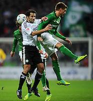 FUSSBALL   1. BUNDESLIGA   SAISON 2011/2012    16. SPIELTAG SV Werder Bremen - VfL Wolfsburg          10.12.2011 Clemens Fritz (li) und Florian Trinks (re, beide SV Werder Bremen) gegen Hasan Salihamidzic (Mitte, VfL Wolfsburg)