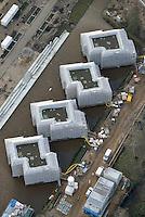Water Houses Wilhelmsburg IBA Hamburg 2013: EUROPA, DEUTSCHLAND, HAMBURG, (EUROPE, GERMANY), 02.02.2013: Die WaterHouses werden auf Pfaehlen in einem Wasserbecken mit einer Oberflaeche von zirka 4.000 Quadratmetern gebaut, welches in das vorhandene Gewaessernetz integriert ist. Das Becken wird durch Regenwasser gespeist und befindet sich in Wilhelmsburg Mitte in einem Bereich, der durch Hoch- und Grundwasser gefaehrdet ist.. Bis Maerz 2013 werden die WaterHouses nach dem Entwurf von Schenk + Waiblinger Architekten aus Hamburg von HOCHTIEF Solutions AG formart Hamburg gebaut...