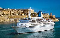 Malta, Valetta: Ziel vieler Kreuzfahrtschiffe der Grand Harbour - hier die ASTRA II | Malta, Valetta: cruise ship at Grand Harbour - ASTRA II