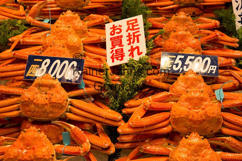 Japan, Chūbu (Central Honshu), Ishikawa Prefecture, Kanazawa: Kanou-gani (male snow crab) at Omicho Market | Japan, Chūbu (Zentral Honshu), Ishikawa Praefektur, Kanazawa: Schneekrabben (Chionoecetes opilio) auf dem Omicho Markt, auch Nordische Eismeerkrabbe oder Arktische Seespinne genannt