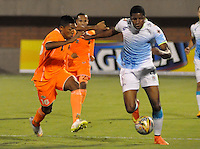 ENVIGADO -COLOMBIA, 21-MARZO-2015. Cristian Arrieta  jugador  del Envigado FC disputa el balon con William Zapata  de Jaguares durante  partido  de la onceava fecha de La Liga Aguila  2015-1  jugado en el estadio Polideportivo Sur  de Envigado  . / Cristian Arrieta   player of Envigado FC  fights the ball against  William Zapata of  Jaguares  on the 11 date  between Envigado FC and Jaguares for the Liga Aguila at the  Polideportivo Sur stadium in the city of Medellin.  . /  Photo /VizzorImage / Leon Monsalve  / Stringer