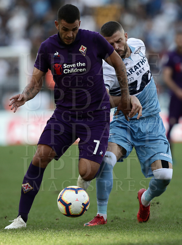 Football, Serie A: S.S. Lazio - Fiorentina, Olympic stadium, Rome, 7 ottobre 2018. <br /> in action with during the Italian Serie A football match between S.S. Lazio and Fiorentina at Rome's Olympic stadium, Rome on October 7, 2018.<br /> UPDATE IMAGES PRESS/Isabella Bonotto