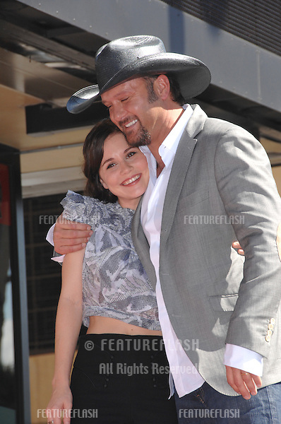 TIM McGRAW & actress ALISON LOHMAN on Hollywood Boulverd where he was honoured with the 2,322nd star on the Hollywood Walk of Fame..October 17, 2006  Los Angeles, CA.Picture: Paul Smith / Featureflash