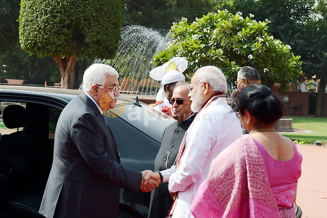 Palestinian President Mahmoud Abbas inspects a guard of honour during his ceremonial reception at the forecourt of India's Rashtrapati Bhavan presidential palace in New Delhi, India, May 16, 2017. Palestinian President Mahmoud Abbas is on a four-day state visit to India until May 17. Photo by Thaer Ganaim