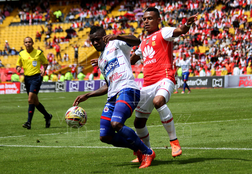 BOGOTÁ -COLOMBIA-17-ABRIL-2016.William Tesillo (Der.) de Independiente Santa Fe   disputa el balón con Yoiver Gonzalez (Izq.) de Pasto durante partido por la fecha 13 de Liga Águila I 2016 jugado en el estadio Nemesio Camacho El Campin de Bogotá./ William Tesillo (R) of Independiente Santa Fe fights for the ball with Yoiver Gonzalez (L) of Pasto during the match for the date 13 of the Aguila League I 2016 played at Nemesio Camacho El Campin stadium in Bogota. Photo: VizzorImage / Felipe Caicedo / Staff
