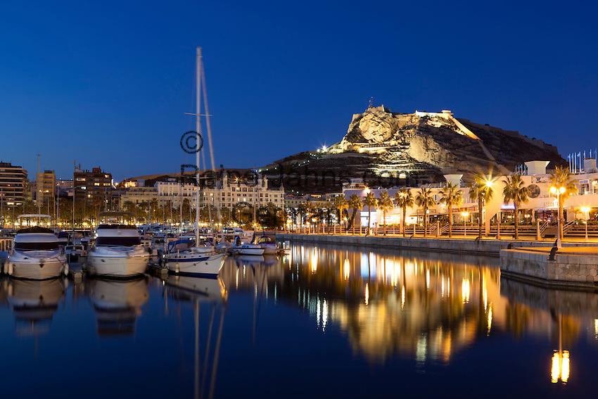 Spain, Costa Blanca, Alicante: Night view over marina to floodlit Santa Barbara castle   Spanien, Costa Blanca, Alicante: Yachthafen und Burg Castillo de Santa Bárbara am Abend