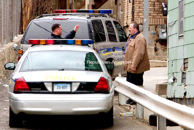 WATERBURY, CT. 06 April 2007-040607SV02--Waterbury police officers investigate a scene where an officer was reported down after responding to an incident at 677 South Main St. in Waterbury Friday.<br /> Steven Valenti Republican-American