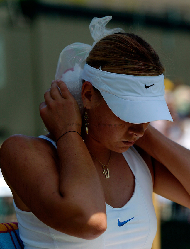 Photo: Richard Lane..Wimbledon Championships. 03/07/2006. .Maria Sharapova of Russia applies ice to her neck to cool down.