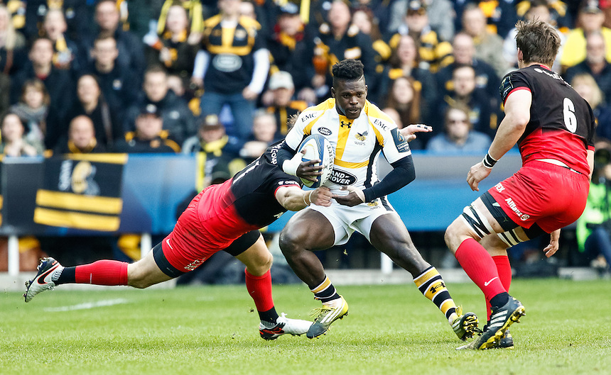 Wasps' Christian Wade under pressure from Saracens' Chris Wyles<br /> <br /> Photographer Simon King/CameraSport<br /> <br /> Rugby Union - European Rugby Champions Cup Semi Final - Saracens v Wasps - Saturday 23rd April 2016 - Madejski Stadium - Reading<br /> <br /> &copy; CameraSport - 43 Linden Ave. Countesthorpe. Leicester. England. LE8 5PG - Tel: +44 (0) 116 277 4147 - admin@camerasport.com - www.camerasport.com