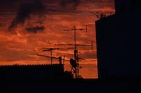 RIO DE JANEIRO, RJ, 13.11.2013 -CLIMA TEMPO / ENTARDECER / RJ - Entardecer na cidade do Rio de Janeiro, na tarde desta quarta (13) . (Foto: Marcelo Fonseca / Brazil Photo Press).
