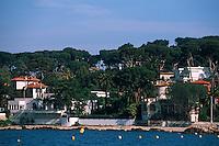 France/06/Alpes Maritimes/ Cap d'Antibes: Villas et Pinède