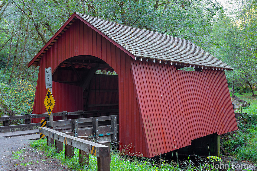 ORCOC_D265 - USA, Oregon, Siuslaw National Forest, North Fork Yachats Bridge, built in 1938, spans the North Fork of the Yachats River.