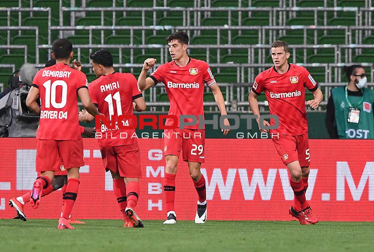 Jubel nach dem 1:2: Torschuetze Kai Havertz (Leverkusen) mit Kerem Demirbay (Leverkusen) und Nadiem Amiri (Leverkusen). Rechts: Sven Bender (Leverkusen).<br /><br />Sport: Fussball: 1. Bundesliga: Saison 19/20: 26. Spieltag: SV Werder Bremen - Bayer 04 Leverkusen, 18.05.2020<br /><br />Foto: Marvin Ibo GŸngšr/GES /Pool / via gumzmedia / nordphoto