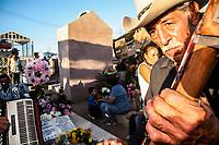 Rita Diaz Vega en el acordeon y Memo Murrieta  en el tololoche del conjunto los encontrados acudieron a dar serenatas a los difuntos en el panteón municipal. <br /> Miles de ciudadanos se dieron cita en el panteón Municipal para recordar a los que ya no están en el día de los muertos.<br /> <br /> Musica popular norteña