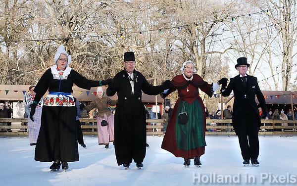 Nederland - Arnhem  - 17 december 2017.  Op 16 en 17 december vond Landleven Winter plaats in het Nederlands Openluchtmuseum. Schaatsen in klederdracht.   Foto Berlinda van Dam / Hollandse Hoogte.