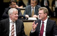 Bayerns Ministerpraesident Horst Seehofer (CSU) und Marcel Huber, Leiter der Bayerischen Staatskanzlei und Bayerischer Staatsminister f&uuml;r Bundesangelegenheiten und Sonderaufgaben nehmen am Freitag (19.09.14) in Berlin an einer Sitzung des Bundesrates teil. Eine umstrittene Asylrechtsreform soll am (19.09.14) im Bundesrat verabschiedet werden.<br /> Foto: Axel Schmidt/CommonLens