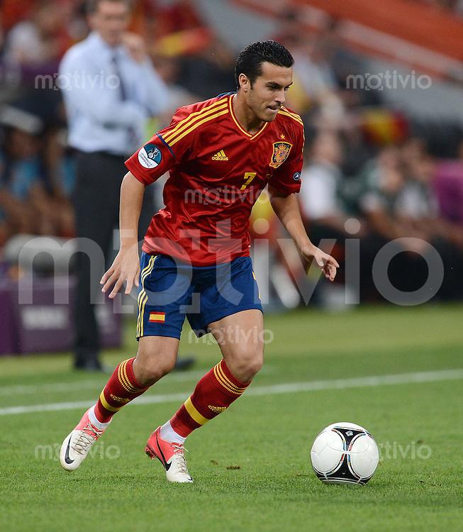 FUSSBALL  EUROPAMEISTERSCHAFT 2012   VIERTELFINALE Spanien - Frankreich      23.06.2012 Pedro Rodriguez (Spanien) Einzelaktion am Ball