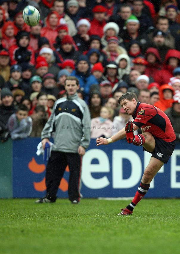 Photo: Rich Eaton...Cardiff Blues v Munster Rugby. Heineken Cup. 10/12/2006. Ronan O'Gara of Munster converts a try.
