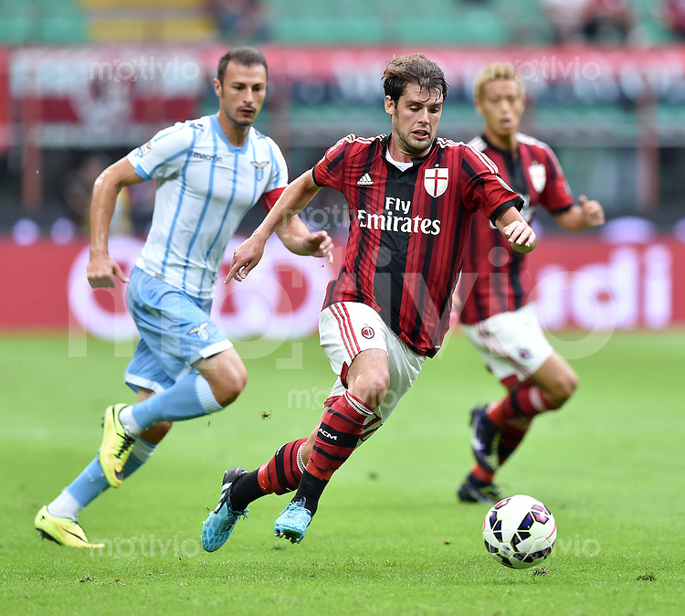 FUSSBALL INTERNATIONAL   SERIE A   SAISON  2014/2015   01. Spieltag AC Mailand - Lazio Rom                      31.08.2014 Andrea Poli (AC Mailand) am Ball