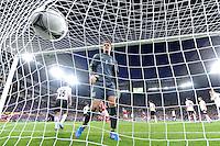LVIV, UCRANIA, 17 JUNHO 2012 - EURO 2012 - ALEMANHA X DINAMARCA - Manuel Neuer  jogador da Alemanha observa bola em partida contra a Dinamarca em partida pelo terceira rodada do grupo B da Euro 2012 em Lviv na Ucrania neste domingo, 17. (FOTO: PIXATHLON / BRAZIL PHOTO PRESS).