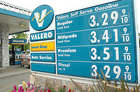 May 05, 2006 - Walnut Creek, California, USA - A motorist fills her gas tank at the Valero gas station on Ygnacio Valley Rd. in Walnut Creek Friday May 5, 2006. Gas and diesel prices are at an all times high.  Mandatory Credit: Photo by Alan Greth)