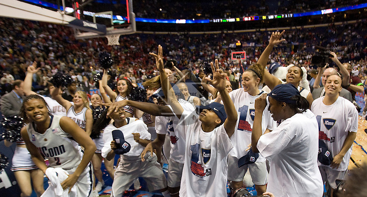 040709TVWOMENFINALFOUR10.UConn players celebrate after defeating Louisville 76-54 at the NCAA Women's Final Four at the Scottrade Center in St. Louis, MO on Tuesday April 7, 2009..MCT/TIM VIZER